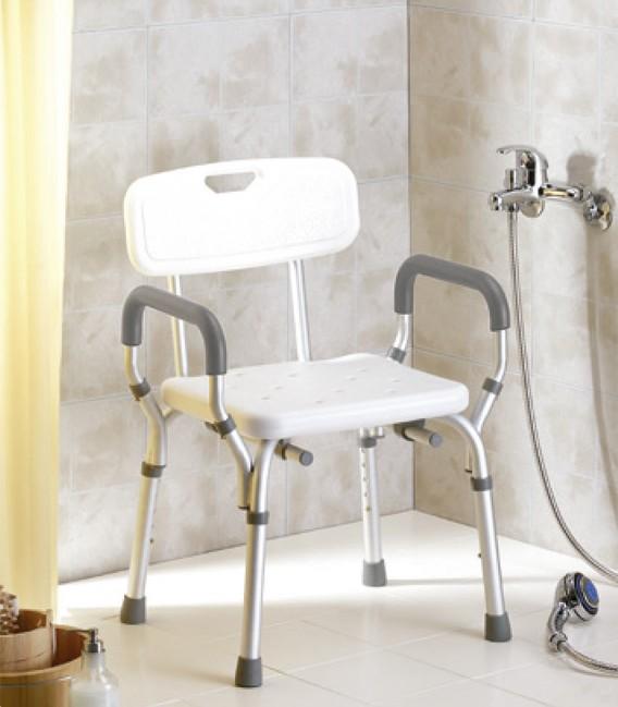 Ejemplo en ducha de la silla de ducha con reposabrazos y respaldo para personas mayores y con discapacidad