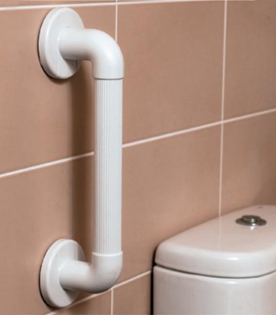 Ejemplo en baño de los asideros de seguridad para el baño, con textura ranurada para mejor agarre