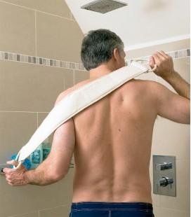 elemplo de uso de la banda para frotar la espalda