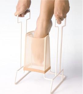 Calzador de medias para ayudar a las personas mayores o con discapacidad a ponerse las medias